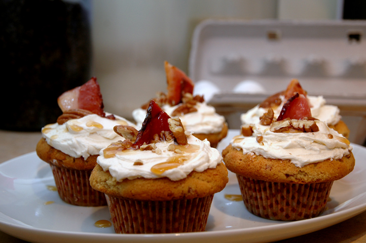 Bacon and Maple Syrup Cupcake with Maple Icing | Hot Pink Apron