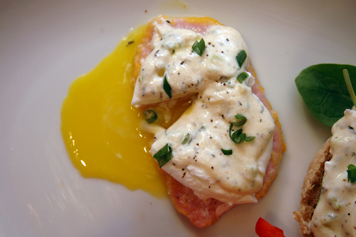 Eggs Be-A-Babe (Low-Fat Eggs Benedict)